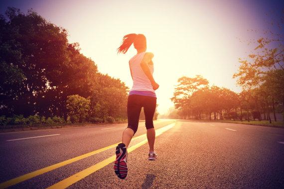 Fotolia nuotr./Bėganti moteris