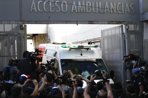 """""""Scanpix"""" nuotr./Diego Maradona buvo atvežtas operacijai prieš dvi savaites."""