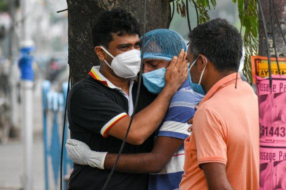 ZUMAPRESS / Scanpix nuotr./Indija kenčia nuo antrosios viruso bangos