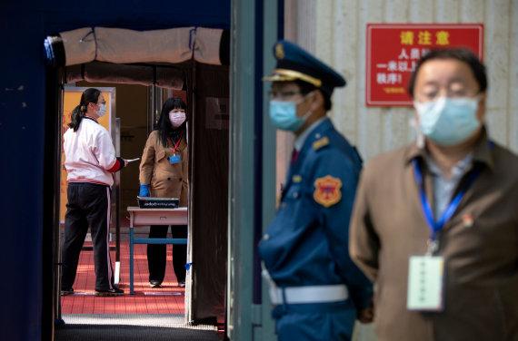 """AFP/""""Scanpix"""" nuotr./Kinijoje auga nerimas dėl naujų užsikrėtimų koronavirusu"""