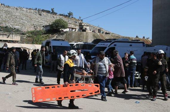 """AFP/""""Scanpix"""" nuotr./Evakuojami Rytų Gutos gyventojai"""