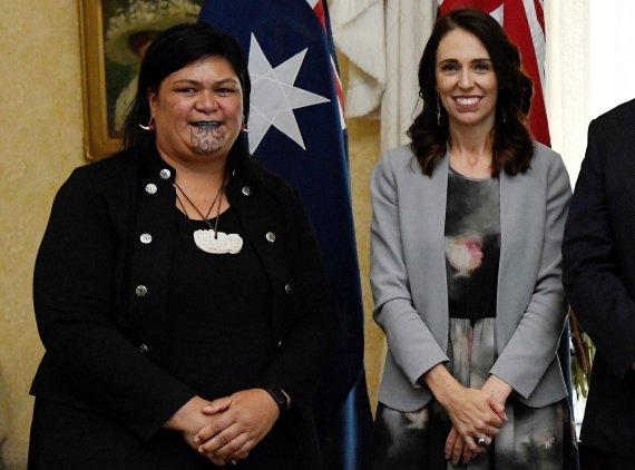 """AFP/""""Scanpix"""" nuotr./Nanaia Mahuta ir Jacinda Ardern"""