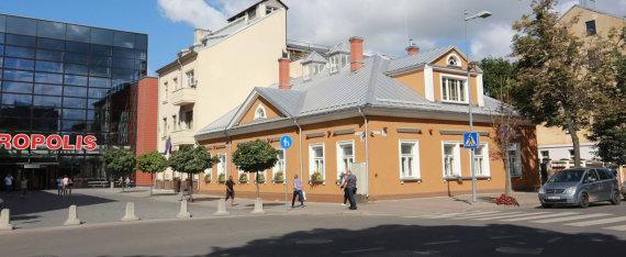 Aliaus Koroliovo nuotr./STT nustatė, kad užvaldanta patalpas šiame pastate Anužiai galimai pasinaudojo ir ES paramos pinigais