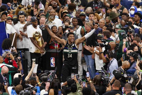 """""""Scanpix"""" nuotr./ Giannis Antetokounmpo ir """"Milwaukee Bucks"""" tapo NBA čempionais."""