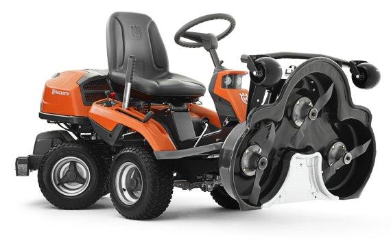 """Partnerio nuotr./""""Rider"""" traktoriuko pjovimo mechanizmas pakeltas į serviso poziciją"""