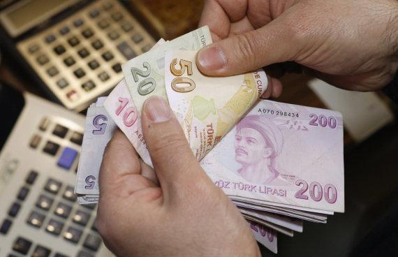 """""""Reuters""""/""""Scanpix"""" nuotr./Turkijos liros banknotai"""