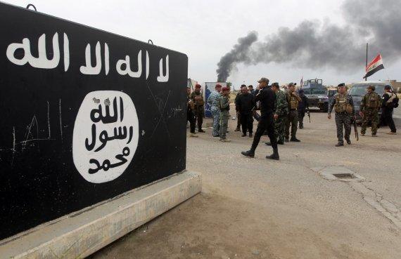 "AFP / ""Scanpix"" nuotr. / ""Islamo valstybės"" vėliava"