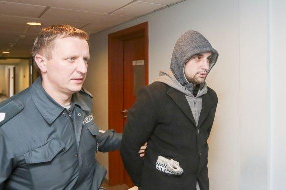 Irmanto Gelūno/15min.lt nuotr./Igoris Molotkovas atvedamas į teismą