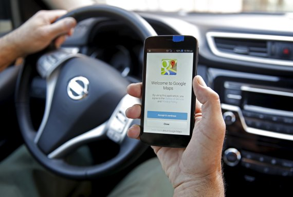 "Scanpix nuotr./""Google"" žemėlapiai telefone"