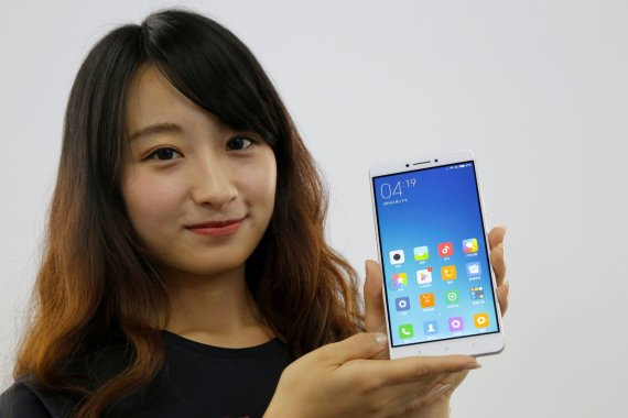 """Reuters""/""Scanpix"" nuotr./Naujasis ""Xiaomi Mi Max"" išmanusis telefonas"