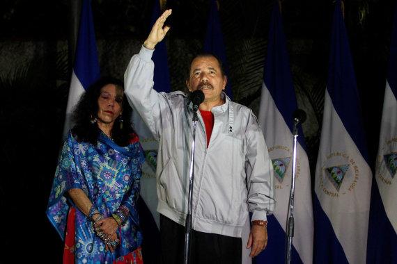"""""""Reuters""""/""""Scanpix"""" nuotr./Danielis Ortega su žmona Rosario Murillo"""