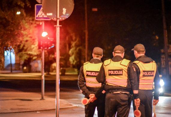 Viktorijos Savickos nuotr./Per naktinį reidą Vilniuje įkliuvo neblaivi dviratininkė