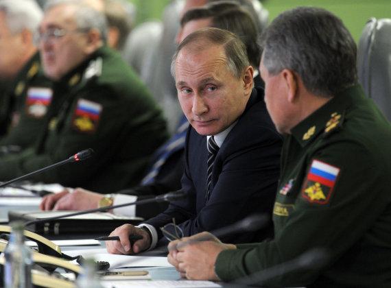 Scanpix/Sputnik nuotr./Vladimiras Putinas paprastai vengia kalbų apie savo aplinką, bet šįsyk Kremlius prabilo pirmas