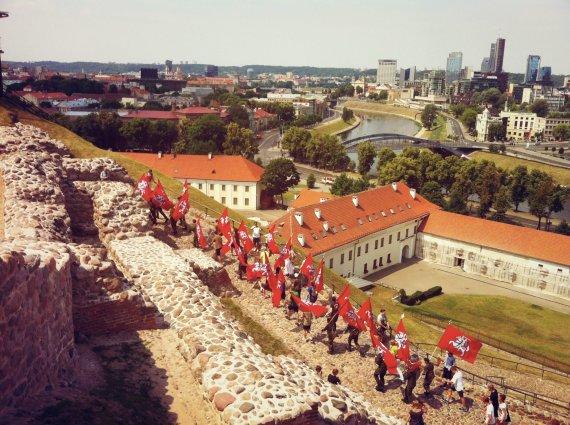 Projekto organizatorių nuotr./Bėgimas su Vyčio vėliava