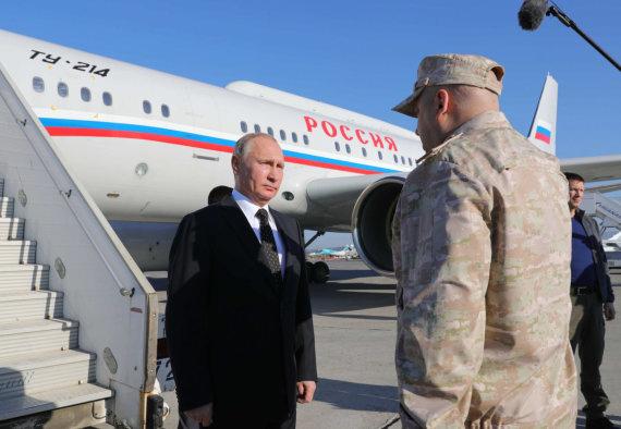 """""""Sputnik"""" nuotr./Vladimiras Putinas ir Sergejus Surovikinas Sirijoje"""