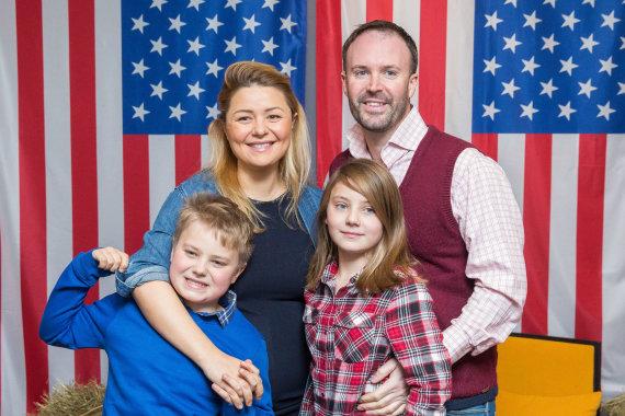 Luko Balandžio / 15min nuotr./Beata Nicholson su vyru Tomu ir vaikais