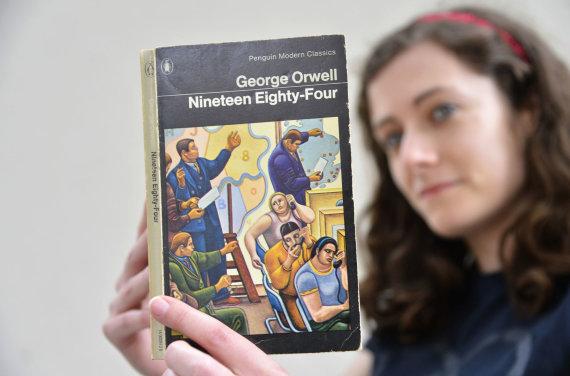 """Reuters""/""Scanpix"" nuotr./George'o Orwello romanas ""1984-ieji"""