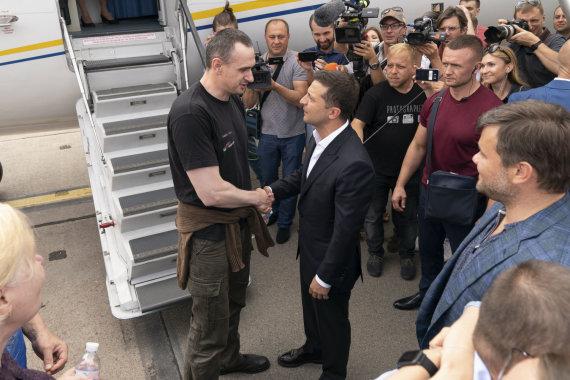 """Scanpix""/AP nuotr./Olegas Sencovas ir Volodymyras Zelenskis"