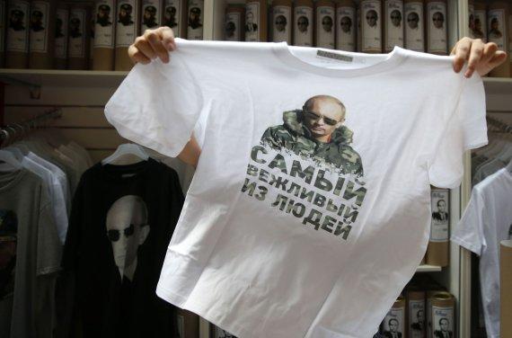 """""""Reuters""""/""""Scanpix"""" nuotr./Marškinėliai su V.Putino nuotrauka"""