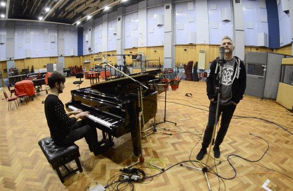 """Asmeninio albumo nuotr./Andrius Mamontovas garsiausioje pasaulyje įrašų studijoje """"Abbey Road"""""""