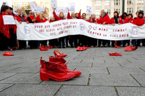 """""""Reuters""""/""""Scanpix"""" nuotr./Tarptautinės kovos su smurtu prieš moteris diena Briuselyje"""