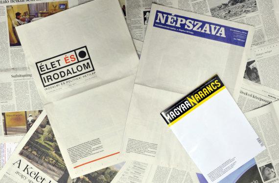 """""""Reuters""""/""""Scanpix"""" nuotr./Protestuojantys vengrų laikraščiai"""