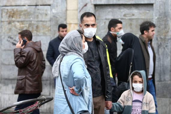 """""""Reuters""""/""""Scanpix"""" nuotr./Iraniečiai saugosi koronaviruso"""