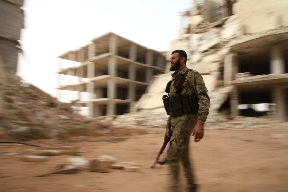 """AFP/""""Scanpix"""" nuotr./Sirijos sukilėlis netoli Idlibo"""