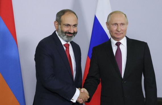 """""""Reuters""""/""""Scanpix"""" nuotr./Nikolas Pašinianas ir Vladimiras Putinas"""