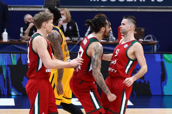 VTB-League.com nuotr./Mindaugas Kuzminskas, Drew Gordonas ir Mantas Kalnietis
