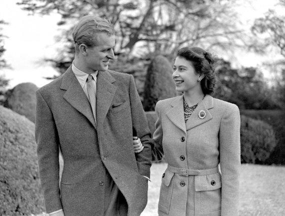 """Scanpix""/""PA Wire""/""Press Association Images"" nuotr./Karalienė Elizabeth II ir princas Philipas (1947 m.)"