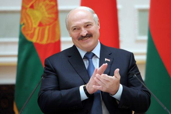 """AFP/""""Scanpix"""" nuotr./Bandydama gerinti santykius su Baltarusija, ant A.Lukašenkos kabliuko užkibo ir Lietuva, ir Europos Sąjunga."""