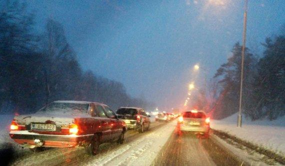 15min.lt skaitytojo Valdo nuotr. /Sunkus pirmadienis sostinės vairuotojams.