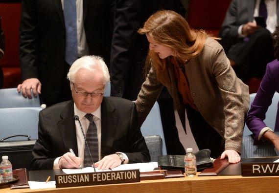 """AFP/""""Scanpix"""" nuotr./Vitalijus Čurkinas ir Samantha Power"""