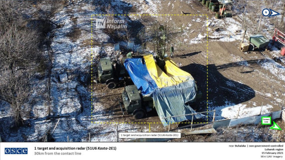 informnapalm.org nuotr./ Rusų kariškių bandymas užmaskuoti įrangą