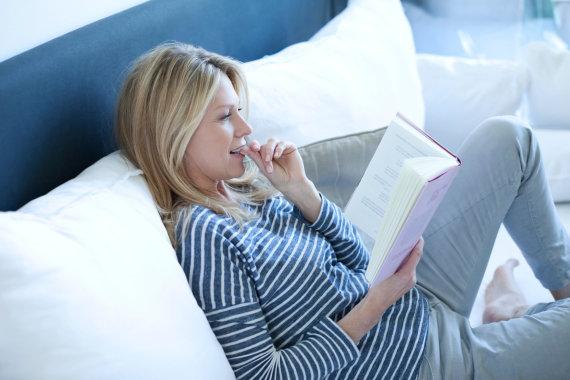 Vida Press nuotr./Moteris skaito knygą