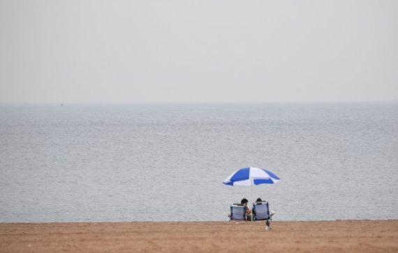 "AFP/""Scanpix"" nuotr./Tuščias paplūdimys"