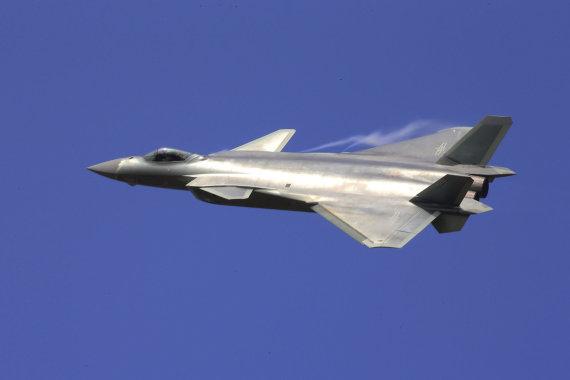 """""""Reuters""""/""""Scanpix"""" nuotr./Kinijos naikintuvas J-20"""