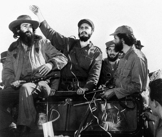 """AFP/""""Scanpix"""" nuotr./Fidelis Castro įvažiuoja į Havaną 1959 m. sausio 8-ąją."""