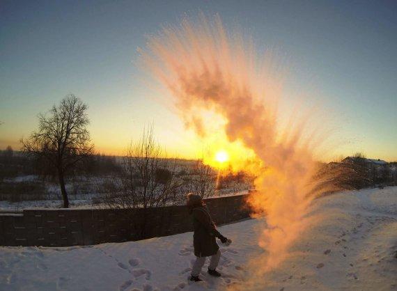Skaitytojų nuotr./Mpembos efektas: karštas vanduo virsta šerkšnu, Deividas Raguckas