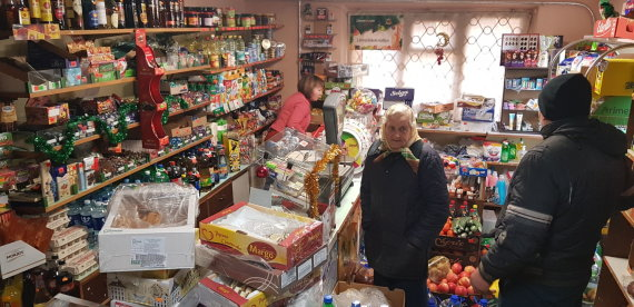 Alvydo Januševičiaus / 15min nuotr./Šventinis kaimo parduotuvių gyvenimas