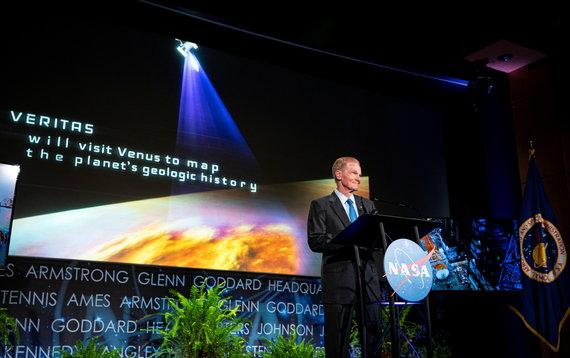 """""""Reuters""""/""""Scanpix"""" nuotr./NASA administratorius Billas Nelsonas spaudos konferencijos metu, Vašingtonas"""