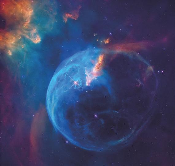 Amaly/NGC-7635 žvaigždė miglos burbule