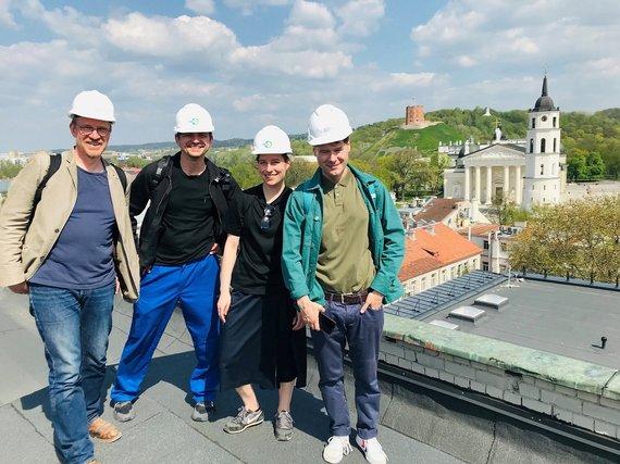 Organizatorių nuotr./M.Budraitis, G.Jarzyna, K.Žičkytė, T.Spiewak ant LNDT stogo