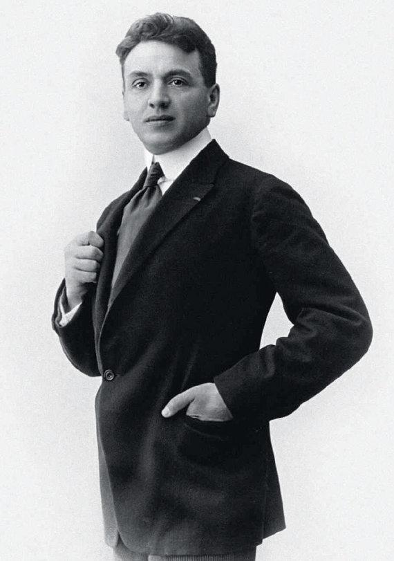 """Asmeninio archyvo nuotr./Ernestas Beaux, carų parfumeris, 1921 m. Coco pagaminęs kvepalų mėginių kombinacijų seriją, tarp kurių buvo """"N°5"""". Vėliau jis Chanel sukūrė ir kitus kvepalus, tarp kurių buvo """"N°22"""" bei """"Cuir de Russie"""""""