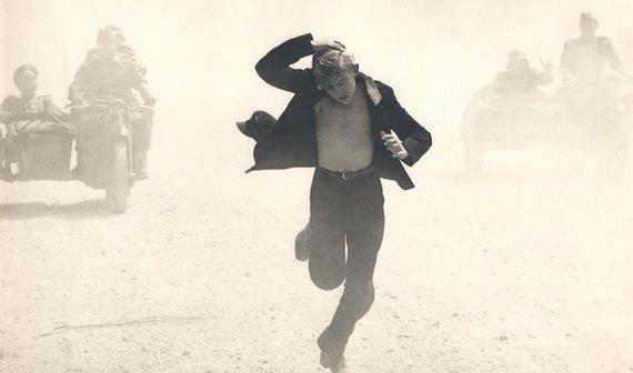 """Kadras iš filmo """"Posūkis"""", 1967 m."""