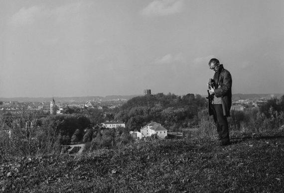 """Algimantas Kunčius ant Bekešo kalno. Romualdo Kunčiaus nuotrauka, 1967. Nuotrauka iš A.Kunčiaus albumo """"Fotografuota Vilniuje 1960-1970 metais"""""""