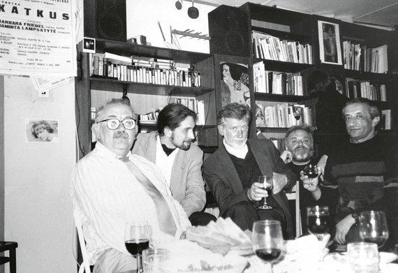 Asmeninio archyvo nuotr./Iš kairės, Donatas Katkus, Tomas Žiburkus, Osvaldas Balakauskas, Motė Šmitas, Viačeslavas Ganelinas
