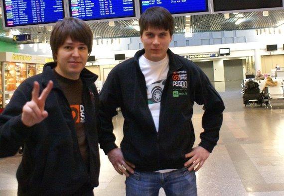 Tomas Gruzdys ir Timas Simniška oro uoste