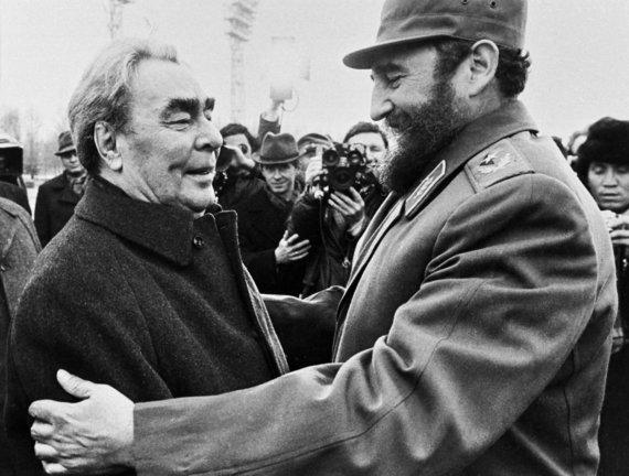 """""""Scanpix""""/""""SIPA"""" nuotr./Leonidas Brežnevas ir Fidelis Castro (1977 m.)"""